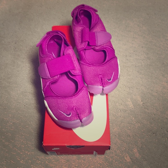 Nike Shoes   Nike Air Rift Size 6 In